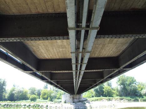 Pont suspendu de Châtillon-sur-Loire - Sous-face du tablier