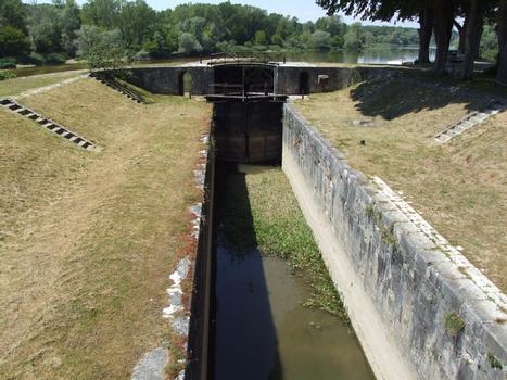 Canal latéral à la Loire - Châtillon-sur-Loire - Ecluse des Combles - Le sas et la porte côté Loire