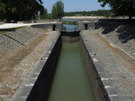 Canal latéral à la Loire - Châtillon-sur-Loire - Ecluse de Mantelot - Le sas et la porte aval