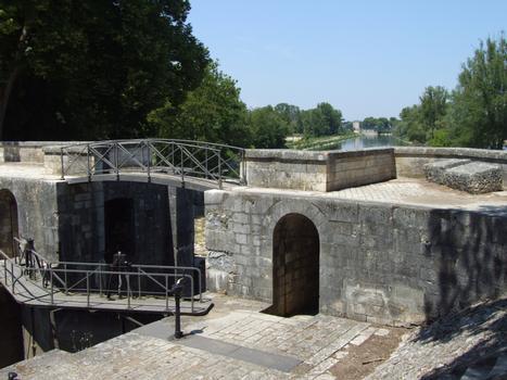 Canal latéral à la Loire - Châtillon-sur-Loire - Ecluse de Mantelot - Porte aval