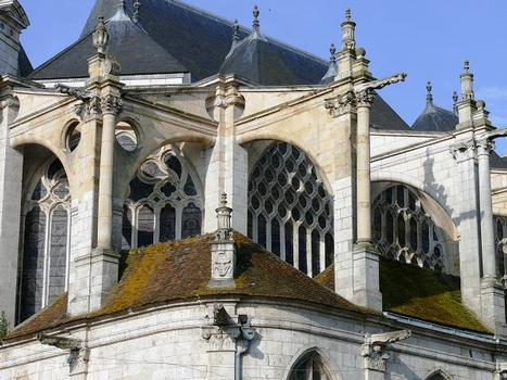Montargis - Eglise de la Madeleine - Chevet - Contreforts
