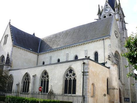 Montargis - Eglise de la Madeleine - Nef et tour
