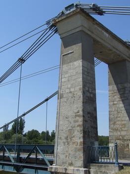Pont suspendu de Châtillon-sur-Loire - Pylône