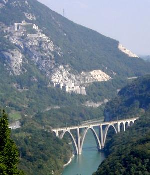 Viaduc de Longeray and Fort de l'Ecluse in the background
