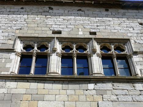 Martel - Palais de la Raymondie - Fenêtres après restauration