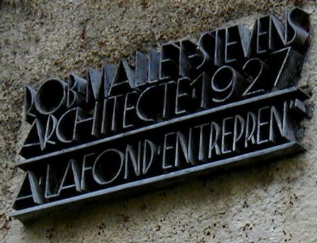 Plaque sur l'immeuble du 4 rue Mallet-Stevens, Paris