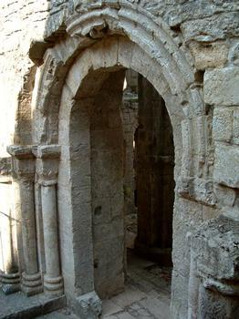 Abbaye de Marcilhac-sur-Célé.Porte carolingienne de l'abbatiale