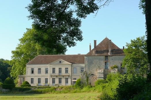 Former Cisttercian Abbey Ntore-Dame du Reclus