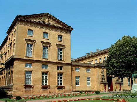 Metz - Palais de Justice (ancien Hôtel du Gouverneur) - Façade du côté de l'entrée