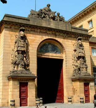 Metz - Palais de Justice (ancien Hôtel du Gouverneur) - Entrée sur la cour