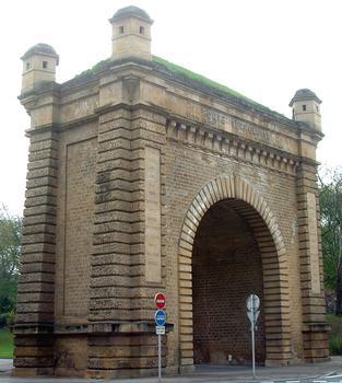Metz - Porte Serpenoise - Façade