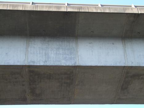 Pont de Fontenoy - Voussoirs préfabriqués posés à l'avancement avec des haubans provisoires