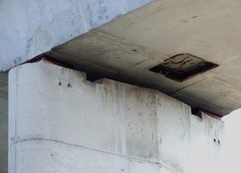 Pont de Fontenoy - Appareils d'appui et trou d'homme