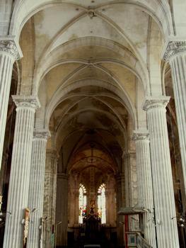 Saint-Mihiel - Abbatiale Saint-Michel - Nef vue de l'entrée de l'église