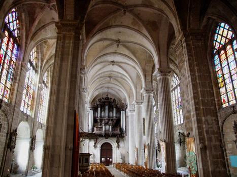 Saint-Mihiel - Abbatiale Saint-Michel - Nef vue du choeur