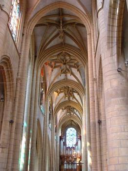 Eglise Notre-Dame-d'Espérance, MézièresNef vue du choeur