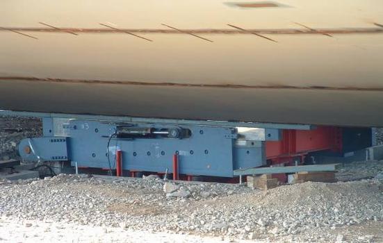 Viaduc de MillauTranslateur sur l'aire de montage du tablier