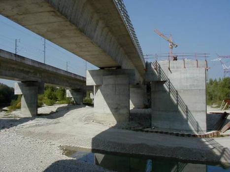 Viaducs de Miribel-Jonage : Piles des trois viaducs parallèles - LGV et A432