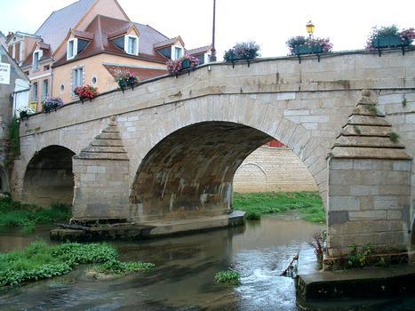 Montbard - Pont sur la Brenne (1733) - Vu de l'amont - Vue partielle