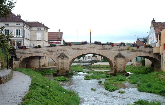 Montbard - Pont sur la Brenne (1733) - Vue de l'aval