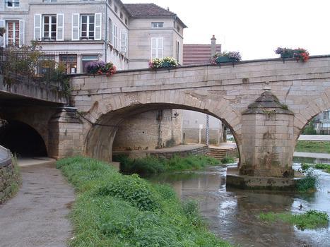 Montbard - Pont sur la Brenne (1733) - Vue de l'aval avec une travée transformée en passage piétons