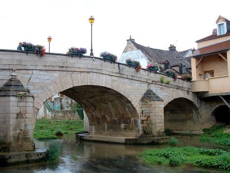 Montbard - Pont sur la Brenne (1733) - Vue de l'aval - Côté rive gauche