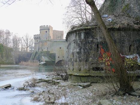 Metz - Remparts médiévaux - Tour Dex et porte des Allemands sur la Seille