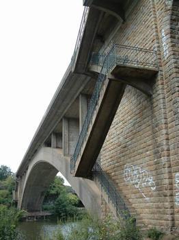 Pont de la Jonelière, Nantes. Côté aval avec escaliers