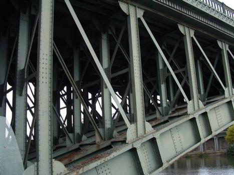 Nantes - Pont Génaral-de-la-Motte-Rouge - Poteaux et triangulation