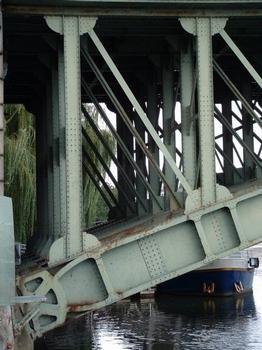 Pont Général-de-la-Motte-Rouge, Nantes. Articulation à la naissance de l'arc