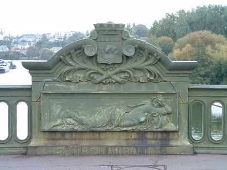 Pont Général-de-la-Motte-Rouge, Nantes. Décoration à l'axe du pont