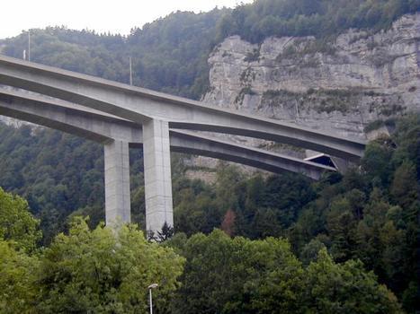 Viaduc de Nantua sur l'A40Sortie du tunnel de Charmoise