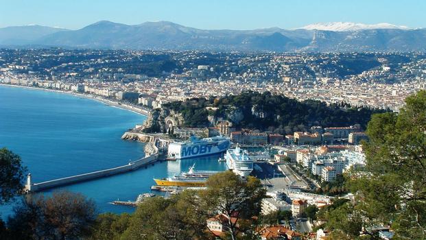 Nice (Alpes-Maritimes): Nice et son port au pied de la citadelle