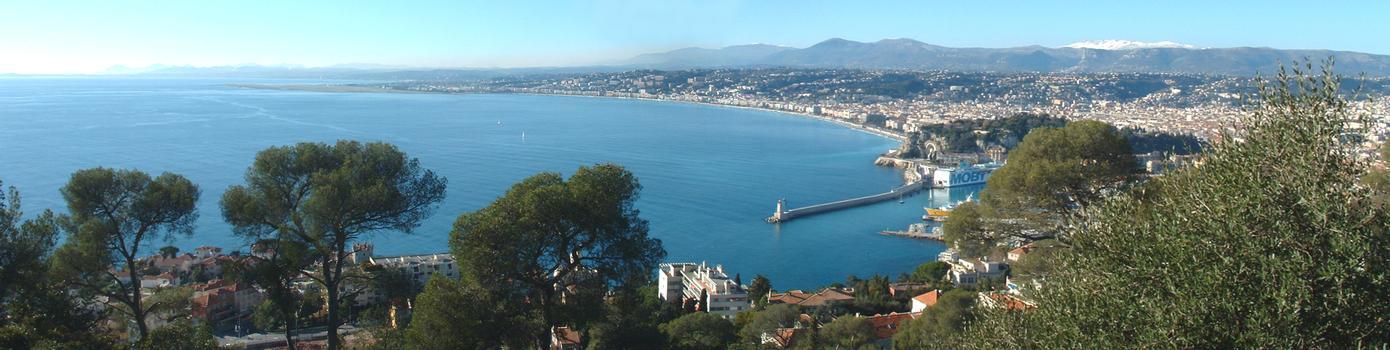 Nice (Alpes-Maritimes): La baie des Anges et la promenade des Anglais entre le port et l'aéroport vues du mont Boron