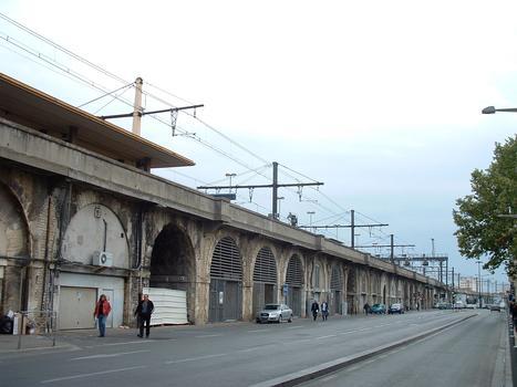 Nîmes - Viaduc ferroviaire de part et d'autre de la gare de Nîmes et au droit de la gare