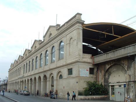 Nîmes - Viaduc ferroviaire de part et d'autre de la gare de Nîmes avec la gare