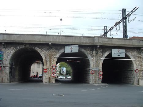 Nîmes - Viaduc ferroviaire - Trois arches