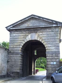 Bergues - Fortifications de la ville - Porte de Cassel côté ville