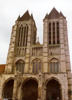Kathedrale von Noyon. Westfassade.