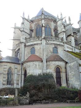 Senlis - Cathédrale Notre-Dame - Le chevet est construit à l'emplacement de l'enceinte gallo-romaine