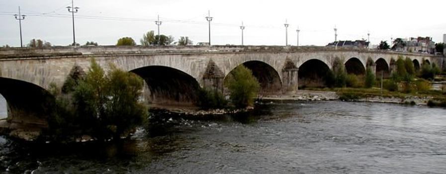 Pont George V, Orléans.Côté aval