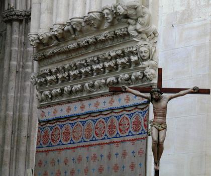 Cathédrale Notre-Dame de Sées - Croisée du transept - Sculptures des consoles et Christ