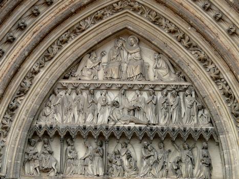 Cathédrale Notre-Dame de Sées - Tympan du portail Sud: Couronnement de la Vierge