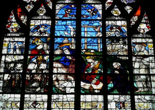 Alençon - Eglise Notre-Dame - Intérieur - Nef - Vitraux du côté droite racontant la vie de la Vierge: la Vierge de Pitié