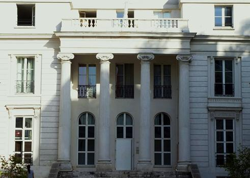 Paris - 10ème arrondissement - Hôtel Benoît de Saint-Paulle - Logis - Façade sur cour : Paris - 10 ème arrondissement - Hôtel Benoît de Saint-Paulle - Logis - Façade sur cour
