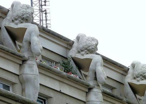 23 rue de Rambouillet / Police Station