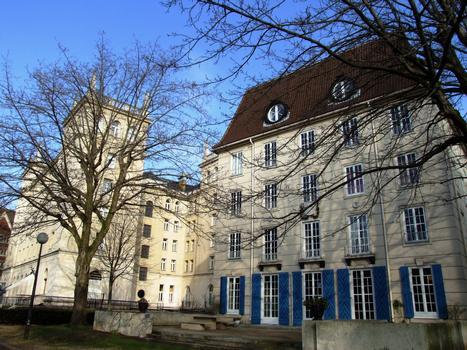Cité Internationale Universitaire de Paris - Maison des étudiants suédois à côté du collège d'Espagne
