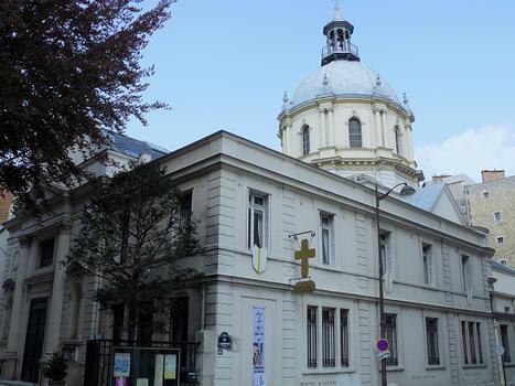 Paris 16ème arrondissement - Eglise Notre-Dame-de-l'Assomption-de-Passy, entrée côté ouest : Paris 16 ème arrondissement - Eglise Notre-Dame-de-l'Assomption-de-Passy, entrée côté ouest