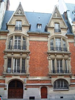 63 rue Ampère, Paris.
