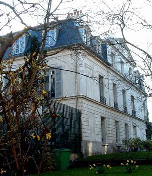 Paris, place Dalisa, 18ème arrondissement - Château des Brouillards